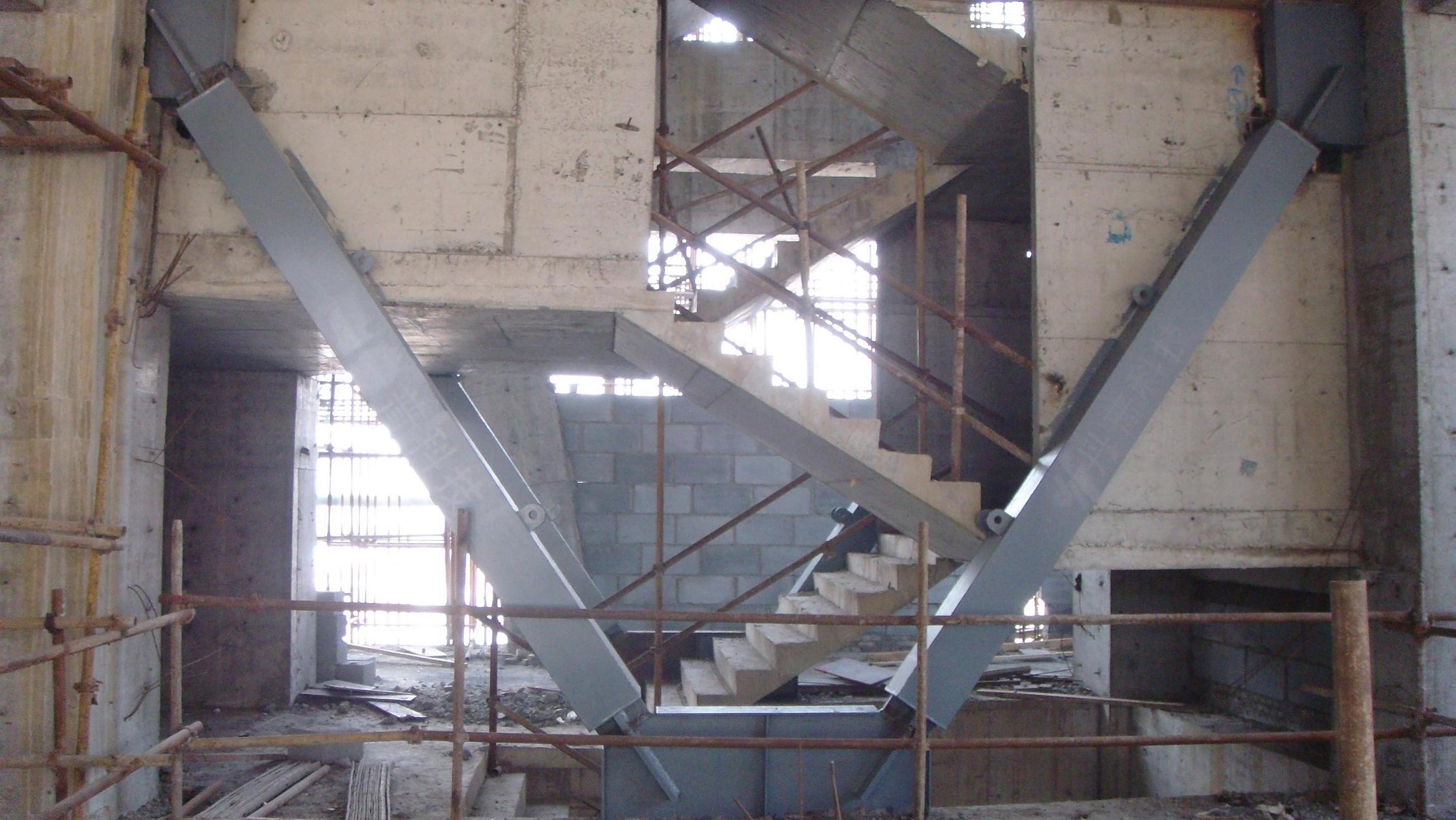 带屈曲约束支撑的v型偏心支撑钢框架抗震性能分析*